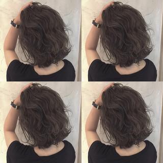 ミディアム ストリート 渋谷系 グレージュ ヘアスタイルや髪型の写真・画像 ヘアスタイルや髪型の写真・画像