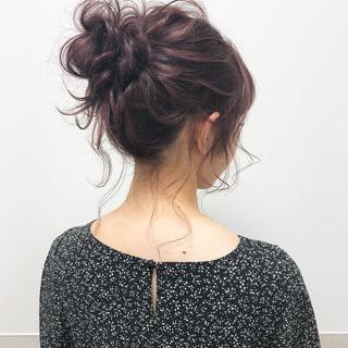 お団子ヘア セミロング ヘアアレンジ ラベンダー ヘアスタイルや髪型の写真・画像