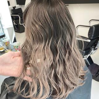エレガント バレイヤージュ アッシュベージュ ホワイトベージュ ヘアスタイルや髪型の写真・画像