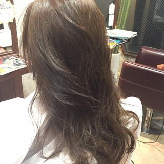 アッシュベージュ アッシュグレージュ アッシュ ナチュラル ヘアスタイルや髪型の写真・画像