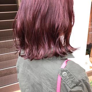 ラベンダー ピンク ミディアム レッド ヘアスタイルや髪型の写真・画像