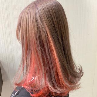 インナーカラーオレンジ ピンクベージュ ミディアム ヘアアレンジ ヘアスタイルや髪型の写真・画像