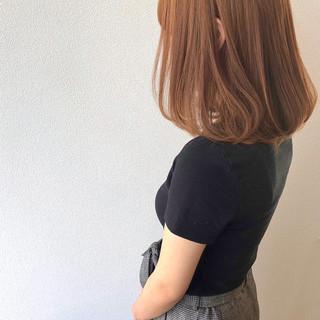 ハイトーンカラー ミディアム ワンカールスタイリング ロブ ヘアスタイルや髪型の写真・画像