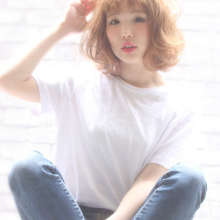 ミルクティー 色気 リラックス フェミニン ヘアスタイルや髪型の写真・画像
