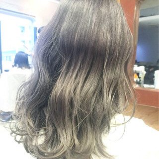 セミロング グレージュ グラデーションカラー 外国人風カラー ヘアスタイルや髪型の写真・画像