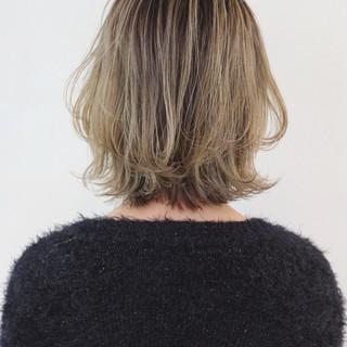 外国人風カラー グレージュ フェミニン ボブ ヘアスタイルや髪型の写真・画像