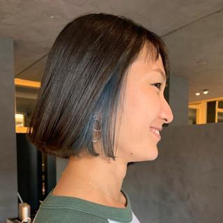 ボブ ミニボブ インナーブルー 切りっぱなしボブ ヘアスタイルや髪型の写真・画像