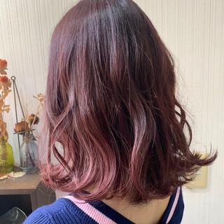 インナーカラー ミディアム ピンクブラウン アンニュイほつれヘア ヘアスタイルや髪型の写真・画像