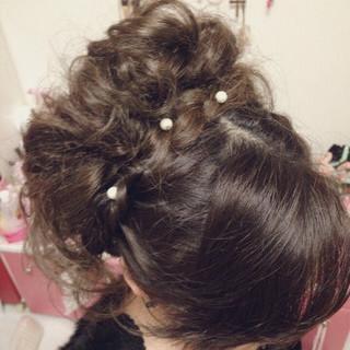 結婚式 パールアクセ ヘアアレンジ 甘め ヘアスタイルや髪型の写真・画像