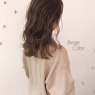 ベージュ セミロング ゆる巻き ゆるナチュラル ヘアスタイルや髪型の写真・画像