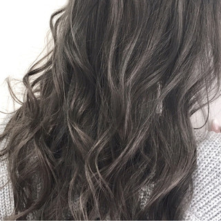 ハイライト 暗髪 外国人風 アッシュ ヘアスタイルや髪型の写真・画像