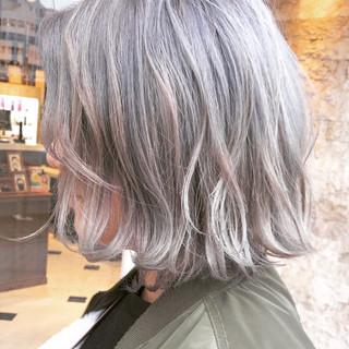 切りっぱなし ホワイトアッシュ ボブ ダブルカラー ヘアスタイルや髪型の写真・画像
