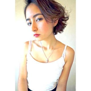 ハイライト ラフ 外ハネ パーマ ヘアスタイルや髪型の写真・画像