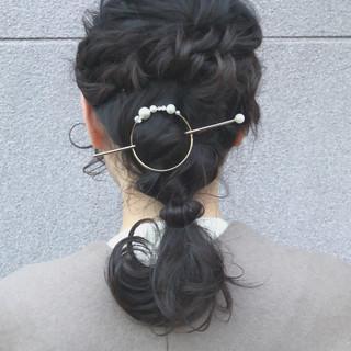 簡単ヘアアレンジ ヘアアレンジ アンニュイほつれヘア オフィス ヘアスタイルや髪型の写真・画像 ヘアスタイルや髪型の写真・画像