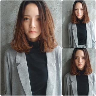 ウェーブ オフィス デート フェミニン ヘアスタイルや髪型の写真・画像