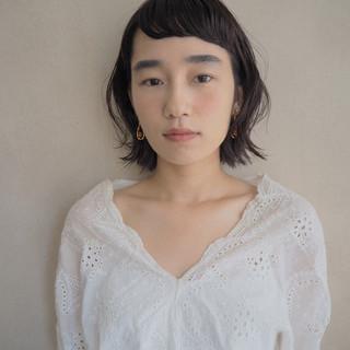 ミディアム ナチュラル ガーリー オン眉 ヘアスタイルや髪型の写真・画像