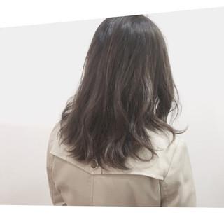 セミロング 冬 ハイライト ナチュラル ヘアスタイルや髪型の写真・画像