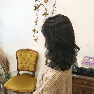 セミロング ニュアンスウルフ アンニュイほつれヘア 黒髪 ヘアスタイルや髪型の写真・画像