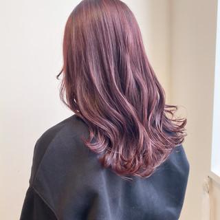 フェミニン ピンクベージュ ピンクアッシュ 大人可愛い ヘアスタイルや髪型の写真・画像