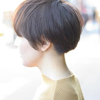 前下がりショート ショートボブ ナチュラル ショート ヘアスタイルや髪型の写真・画像