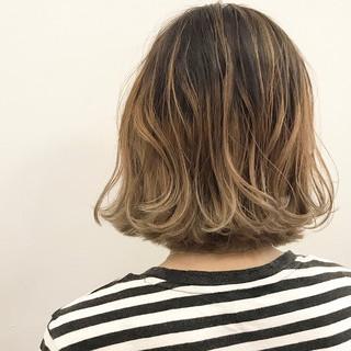 外ハネ ストリート スモーキーカラー 地毛ハイライト ヘアスタイルや髪型の写真・画像
