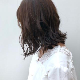 ベージュ ナチュラル デート ミディアム ヘアスタイルや髪型の写真・画像