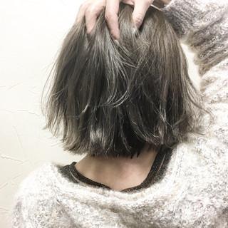 ナチュラル 色気 外ハネ アッシュベージュ ヘアスタイルや髪型の写真・画像
