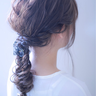 ロング フィッシュボーン ナチュラル 編み込み ヘアスタイルや髪型の写真・画像 ヘアスタイルや髪型の写真・画像