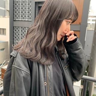 アッシュグレージュ オリーブグレージュ ナチュラル アンニュイほつれヘア ヘアスタイルや髪型の写真・画像