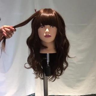 フェミニン 巻き髪 セミロング 波ウェーブ ヘアスタイルや髪型の写真・画像