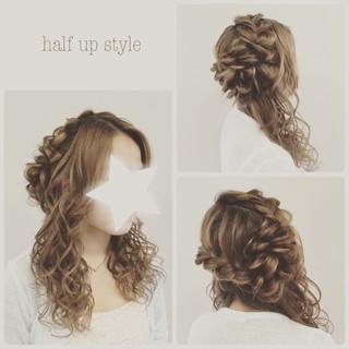 ツイスト ロング ハーフアップ ねじり ヘアスタイルや髪型の写真・画像
