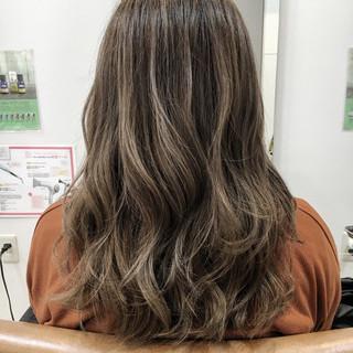冬 グラデーションカラー セミロング 外国人風 ヘアスタイルや髪型の写真・画像