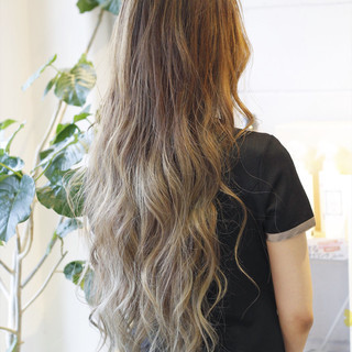 アッシュベージュ エレガント バレイヤージュ ロング ヘアスタイルや髪型の写真・画像 ヘアスタイルや髪型の写真・画像