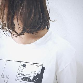 ボブ ウェーブ アッシュグレージュ 透明感 ヘアスタイルや髪型の写真・画像