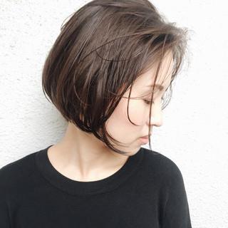 ショート ナチュラル リラックス 暗髪 ヘアスタイルや髪型の写真・画像