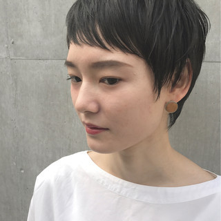 前髪あり ショート ナチュラル こなれ感 ヘアスタイルや髪型の写真・画像