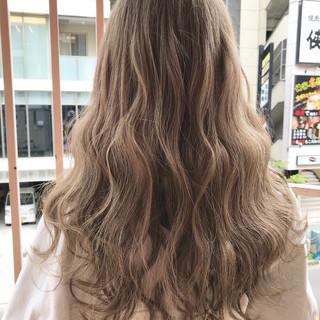 ロング エクステ 巻き髪 ウェーブ ヘアスタイルや髪型の写真・画像