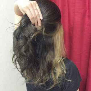セミロング ヘアカラー ハイトーンカラー インナーカラー ヘアスタイルや髪型の写真・画像