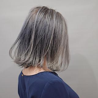 ショートボブ ホワイトグレージュ アッシュグレージュ ストリート ヘアスタイルや髪型の写真・画像