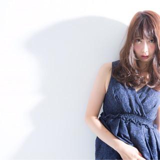 セミロング ヘアアレンジ フェミニン 外国人風 ヘアスタイルや髪型の写真・画像