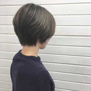 アッシュグレージュ ハイライト ショート ナチュラル ヘアスタイルや髪型の写真・画像