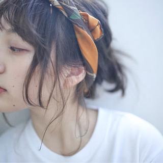 ミディアム ヘアアクセ ラフ ヘアアレンジ ヘアスタイルや髪型の写真・画像