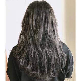外国人風 グレージュ セミロング ハイライト ヘアスタイルや髪型の写真・画像