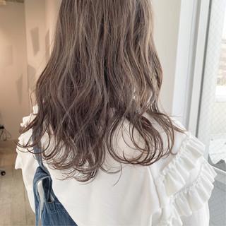 アンニュイほつれヘア 簡単ヘアアレンジ ミルクティーグレージュ ミルクティーベージュ ヘアスタイルや髪型の写真・画像