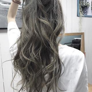 外国人風カラー パーマ ナチュラル ロング ヘアスタイルや髪型の写真・画像