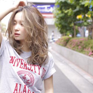 グラデーションカラー アッシュ 渋谷系 外国人風 ヘアスタイルや髪型の写真・画像