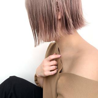 ナチュラル ショート 切りっぱなしボブ ピンクベージュ ヘアスタイルや髪型の写真・画像