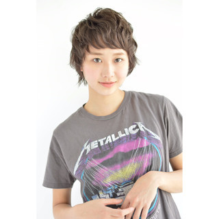 ナチュラル 色気 斜め前髪 ショート ヘアスタイルや髪型の写真・画像
