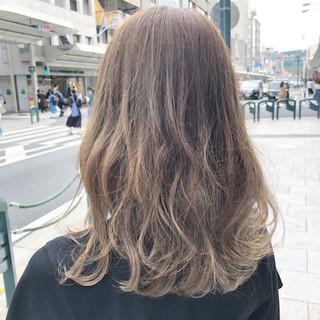 セミロング 大人ヘアスタイル ミルクティーベージュ フェミニン ヘアスタイルや髪型の写真・画像