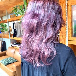 ラベンダーカラー セミロング ラベンダーピンク ラベンダーアッシュ ヘアスタイルや髪型の写真・画像